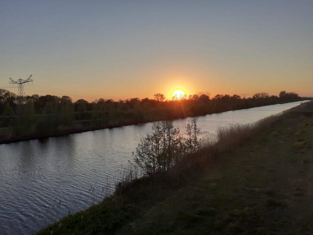 zonsondergang-kanaal